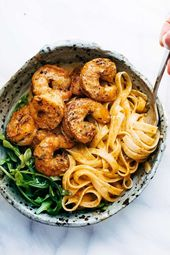 Red pepper fettuccine with shrimp – A pinch of yum
